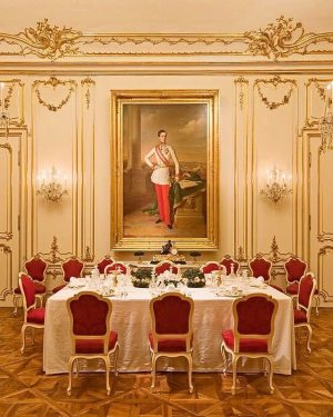 The former summer residence of the Habsburgs impresses with imperial ceremonial rooms and ...