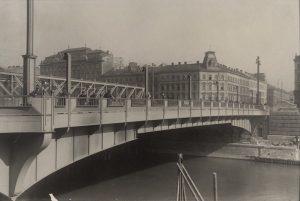 Friedensbrücke 1929|2019 · Die Friedensbrücke überquert den Donaukanal und verbindet den 9. mit ...