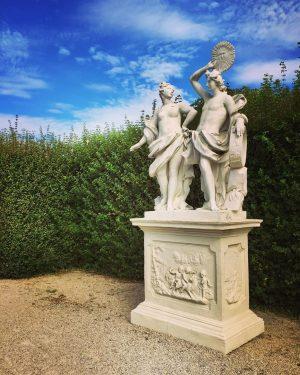 😍#morningstroll 😎 #goodmorningfolks #fireelement 🔥 #hotinthecity #summerinvienna #schlossbelvedere #belvederegarden #enjoythemoment #itsinthedetails #art #architektur #kunst #architecture #wien #wienliebe...