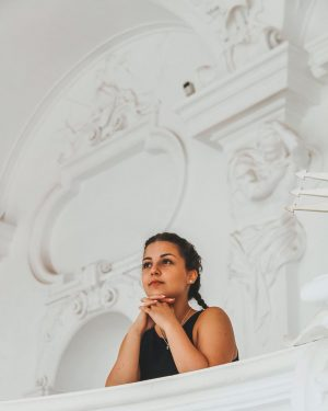 𝓅𝑒𝓃𝓈𝑜 𝓂𝑜𝓁𝓉𝑜, 𝓅𝒶𝓇𝓁𝑜 𝓅𝑜𝒸𝑜 💬 #vienna #travelphotography #travel #bloggeritalia #summervibes #summer2019 #italiangirl #fashion #photooftheday