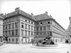 (1907/ÖNB,Stauda/Wien Wiki) Mozartplatz (Wieden), wurde 1798 als Platzgasse eröffnet, die von der Neumanngasse unterbrochen wurde. 1862 wurde...