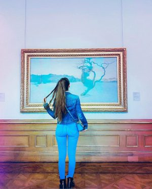 Starring at the picture, love art 🖼 ✨ . . . . #artwork #artpicture #artofvienna #artcommunity #wien...