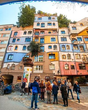 The Hundertwasser House in Vienna bears the unmistakable hand of the artist Friedensreich Hundertwasser. Right opposite the...