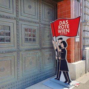 """#DasRoteWien captured by @franzhammerbacher 👌 Einer der """"Orte des Roten Wien"""", ist das ..."""