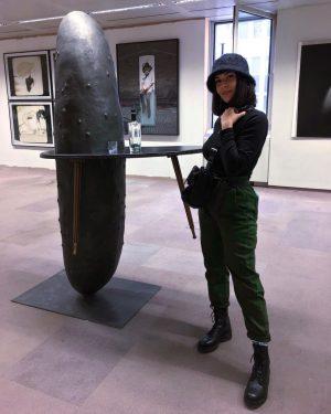 Die Gurk'n und die Kunst 🥒 | 📸 by @hassan_verdi #cucumber #art #parallelvienna #prallel #kunst #austria #vienna...