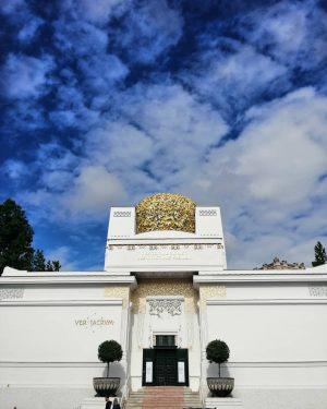 ░V░i░e░n░n░e░s░e░ ░g░o░l░d░e░n░ ░a░r░t░ 🌕 #doors2wien #wien #vienna #visitvienna #secession #gallery #art #klimt #exhibitions ...