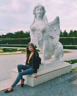 pozuję sobie . #austria #vienna #belvedere #sculpture #polishgirl #polskadziewczyna #tb