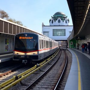 Wien, Hietzing, der Kaiserpavillion im Hintergrund #metro #ubahn #metropolitana #subway #underground #tunnelbana #t-bana ...
