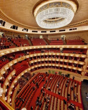 Le opera again. Almost managed to snap the whole beauty of this house... ...