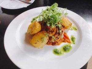 wenn schon #montag , dann mit Schweinerückensteak auf provenzalischem Gemüse mit Rosmarinerdärpfel 🍖🌶🥔 #viennafoodie #wirtshaus #wienerküche #austrianrestaurant...