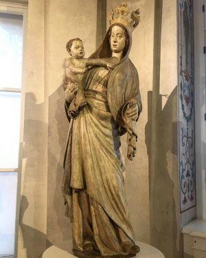 Madonna vom Sonntagberg ~ 1360 #arte #travelling_arte #beniculturali #lategothic #sculpture #sculpture_art #madonna #art #kunst #ig_wien #ig_vienna #belvedere...
