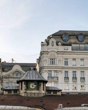 Naschmarkt-Trio #wien#vienna#vienne#austria #mariahilf#naschmarkt #igersvienna#igersaustria #market#marketlove #marktliebe#uhrenliebe #clockloversofinstagram #vienna_austria#meinwien #wienmalanders#stadtwien #wiendubistsoschön #wiennurduallein#viennasights #viennaclassics#visitvienna #streetsofvienna#wienliebe ...