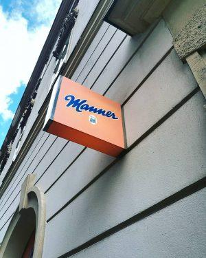 Hello V I E N N A. #vienna #austria #manner #citytrip #exploreeurope #travel #choclate #cookies #mannerschnitten #loveit...