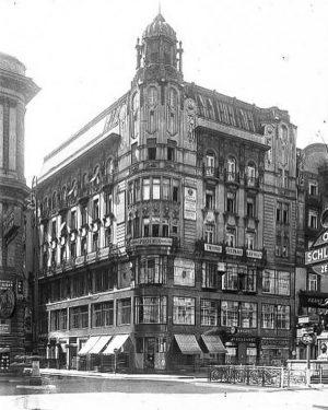 (1940/WStLA/City ABC) Im 14 Jahrhundert stand hier das Brothaus, das als Vorratshaus der Gemeinde für Mehl und...