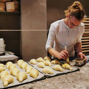 Binge Watching at its best. Erste Folge: Croissants. Zweite Folge: Briocheknöpfe. Dritte Folge: ...