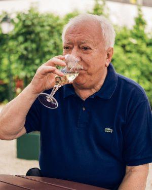 Man bringe den Spritzwein: 🍷 Erstens ist unsere neue Ausgabe da, zweitens: Michael Häupl feiert heute Geburstag!...