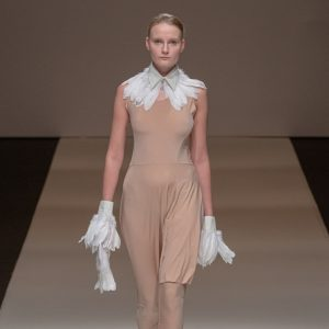 20692019 001 wears a nude pantsdress, an offwhite feathercollar, feathercuffs and an offwhite ...