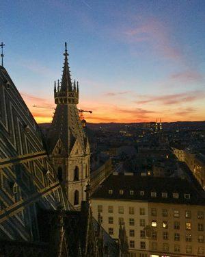 Ein gesegnetes Wochenende euch allen #sunsetvienna #sunset #tramonto #wienamabend #haveaniceweekend @fuerstfoto