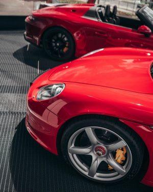 Carrera GT x 911 Speedster. _____ #CarreraGT #PorscheCarreraGT #PorscheCGT #PorscheLovers #Porsche911Speedster #911Speedster #Carrera911 #PorscheCarrera #PorscheLover #PorscheLover #Indischrot...