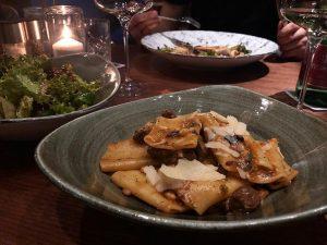 porto - bistro & bar 🍴 das neue restaurant des hotels @dastriest bietet italienisch inspirierte delikatessen und...