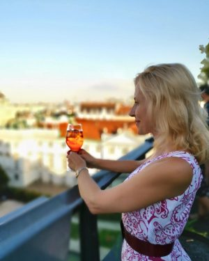 💫Летний вечер в Вене лучше провести в романтической атмосфере. ⠀ Лайфхак - это Rooftop коктейль - бары...