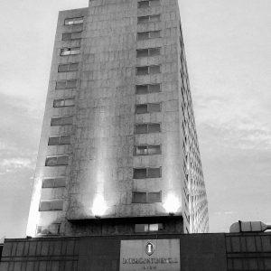 Una noche bitte. • • • • #architecture #building #architexture #city #buildings #skyscraper ...