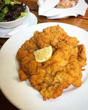 schnitzel. #vienna #schnitzel #foodpics #foodlover #travelgram
