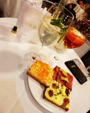 Afterwork @zumschwarzenkameel #afterwork #drinks #friends #zumschwarzenkamel #hugo #brötchen #food #viennafood #wien #vienna #innerestadt ...