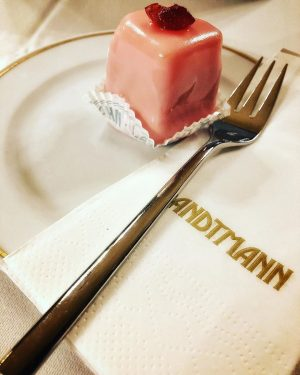 #itsasin #landtmann #punschkrapferl