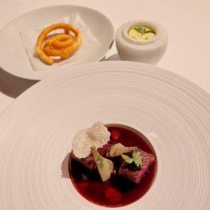 'Steak Frites' — o 'Bife com Batatas Fritas' de Juan Amador é Ozaki Wagyu Beef com alcachofras...