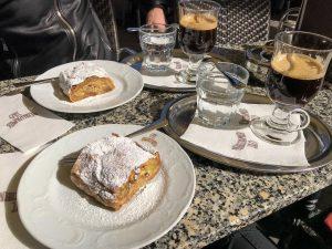 ▪️ Vienna é repleta de museus, igrejas e muitos cafés... Mas o Café ...