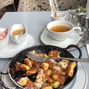 Funny thing! A therapist sits down to enjoy a Kaiserschmarrn in Vienna. 3 people from Vienna sit...