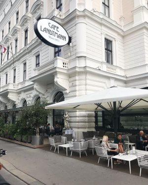 Oh, Vienna ☕️🧡✨ #austria #wien #city #travel #mozarteverywhere #cafe #breakfast #happyday
