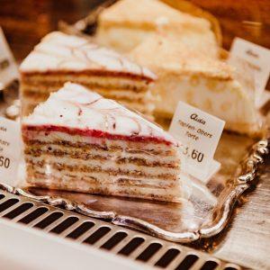 Ein Traum für alle Naschkatzen: die leckeren Torten von @aidacafe 🍰😍 . . #aida #coffeebreak #cake #sweets...