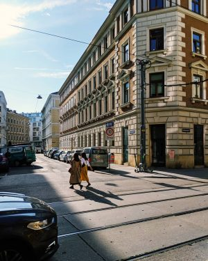 El street style a la orden del día ✨ . . . #architecture ...