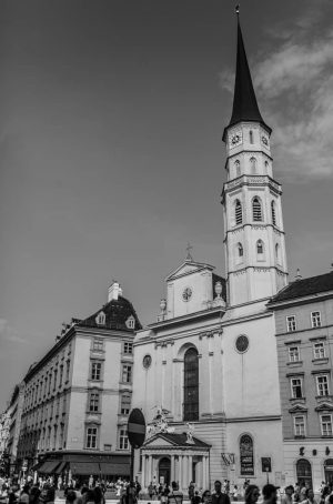 #vienna #ig_world #wien #streetphotographer #traveling #streetfeat #photography #travelgram #bnw_photo #ig_watchers #blancoynegro #austria #bwphotography #photography #ig_europe #instamood #blackandwhitephoto...