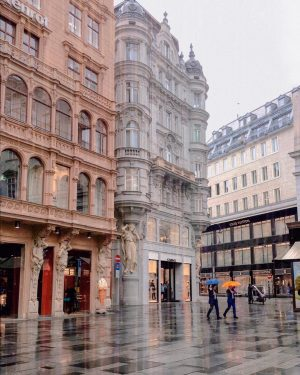 The sun has left us, so now is rain very trendy 😁☔️ Hello everyone! Der Graben, Vienna