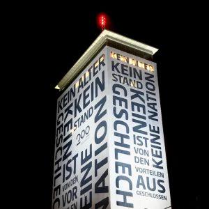 Abendrunde: Glaub an dich! . . #ringturm #wien #ring #erstebank #200jahreerstebankundsparkassen #glaubandich #wienerstädtische #vienna #downtown #hochaus #abendrunde...