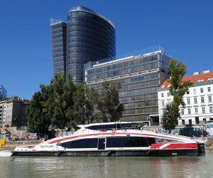 Twin City Liner #twincityliner #vienna #wien🇦🇹 #Ilovevienna #boattrip #awesome #fast #danube #blue #igersvienna #igers #beautifulday #schifffahrt #kurztrip...