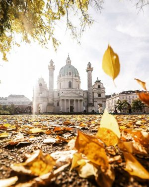 Karlskirche and a different kind of framing than my usual leaf frames. 🍂 ...