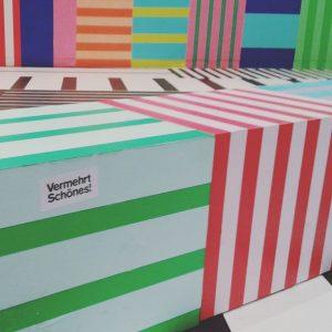 colorful Vienna Design Week ... vermehrt schönes in der Festivalzentrale #viennadesignweek #farben #streifen ...