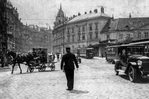(1920/Privatsammlung Werner Neuwirth/Wiki) Österreich war als eines der letzten Länder Kontinentaleuropas auf der ...