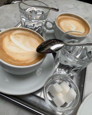 #Café #Kaffeehaus #Hawelka #cafehawelka #kaffee #coffee #melange #kaffeeundkuchen #strudel #sweet
