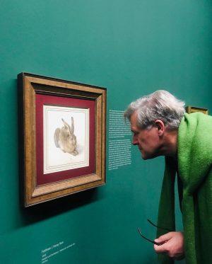 В музеях, особенно на больших и громких выставках, самое интересное - это люди. #впоискахдюрера #dürer Albertina Museum