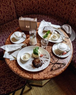 throwback to the delightful afternoon in Vienna with some coffee, warm chocolate cake ...