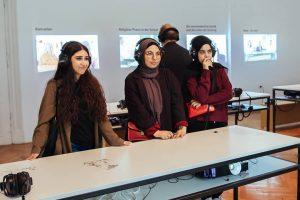 SONNTAGSFÜHRUNG Morgen 15 Uhr! Schulgespräche. Junge MuslimInnen in Wien Muslimische und nicht-muslimische Jugendliche, die im schulischen Alltag...