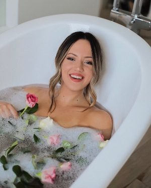 Who says that flower baths are a spring thing? I say otherwise 🌸 ...