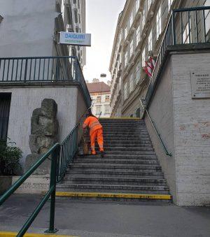 VIENNA/ Theodor Herzl Stiege Sterngasse _________________ #goodmorningvienna #theodorherzlstiege #theodorherzl #bermudadreieck #wienistanders @die48er #igersvienna #igerswien #vienna_city #viennanow #vienna_go...