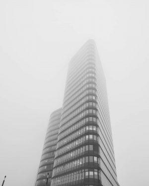 Herrlich dieser Nebel. Melancholisch schön. #fog #vienna #morning #mood #beautiful Vienna Haupbahnhof Train ...