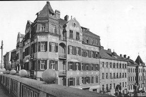(1930/ÖNB/Wikipedia) Bastiengasse Ecke Scheibenbergstraße in Gersthof bei der Semmelweisklinik. Gersthof wurde erstmals 1497 in einer Kaufurkunde genannt....